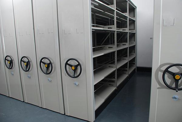 档案管理员要如何使用档案密集架进行档案整理工作